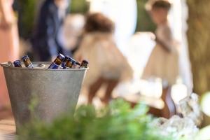 Corner de cervezas en boda